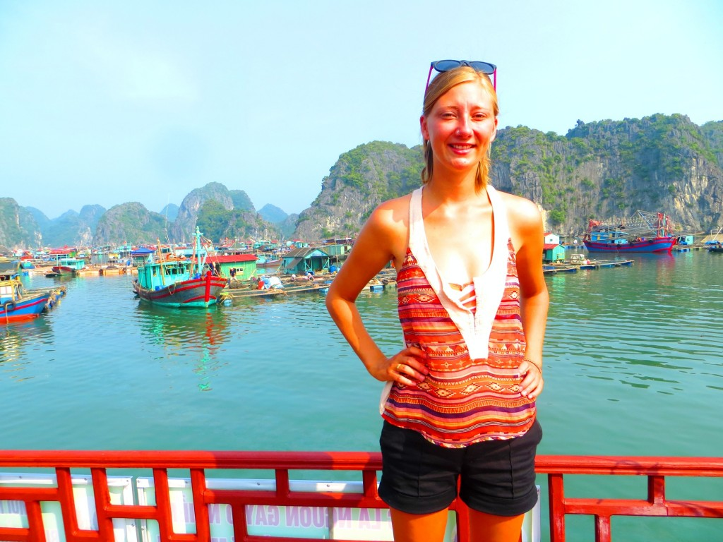 Travel VIetnam Cat Ba boating KT