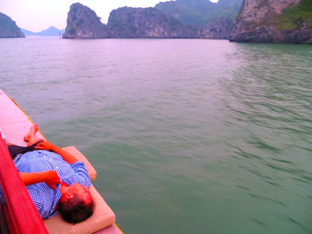 Travel Vietnam Cat Ba boat chillin