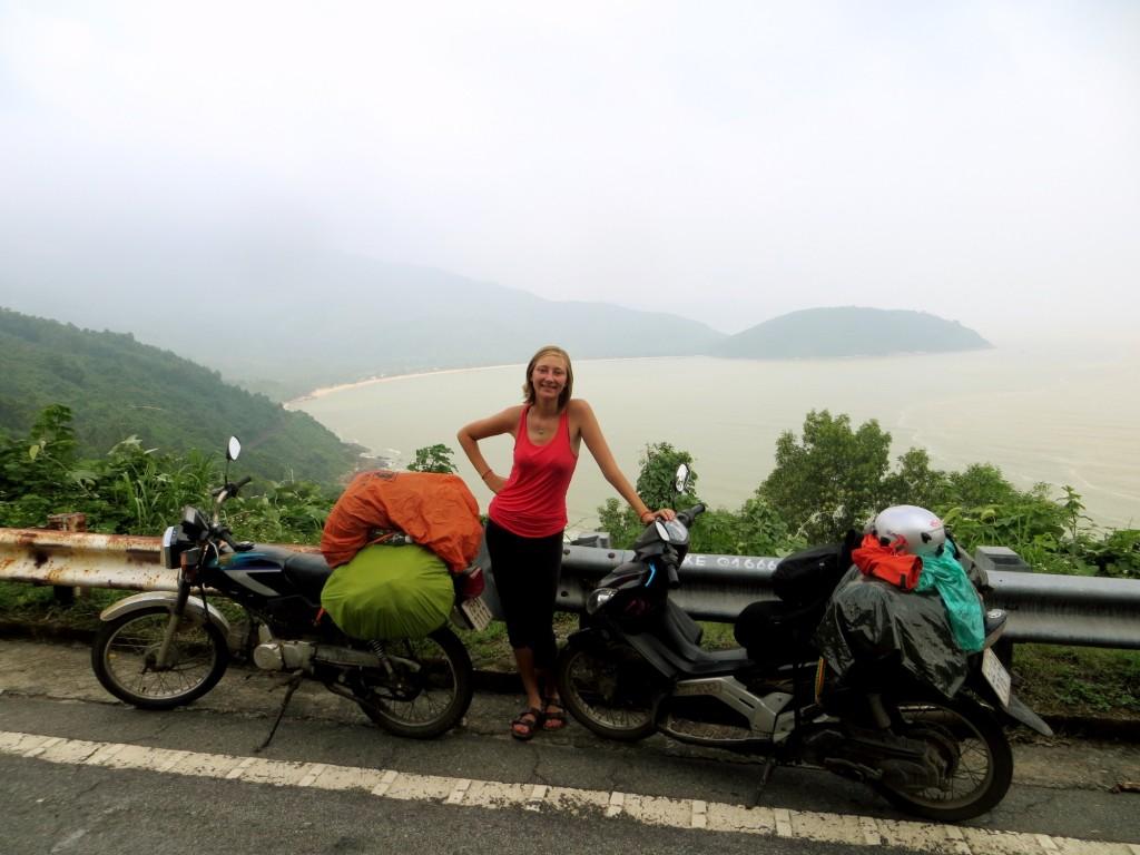 Travel Vietnam Hai Van Pass KT