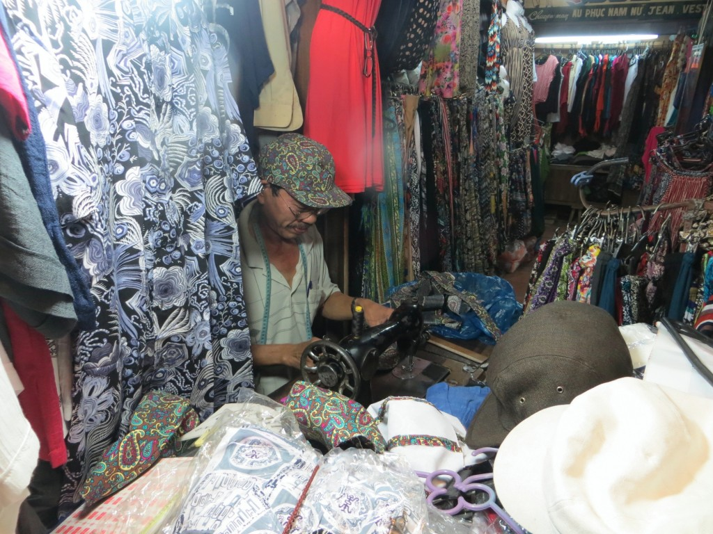 Travel Vietnam Hoi An hatmaking