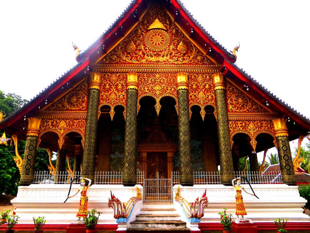 Travel Laos Luang Prabang temple