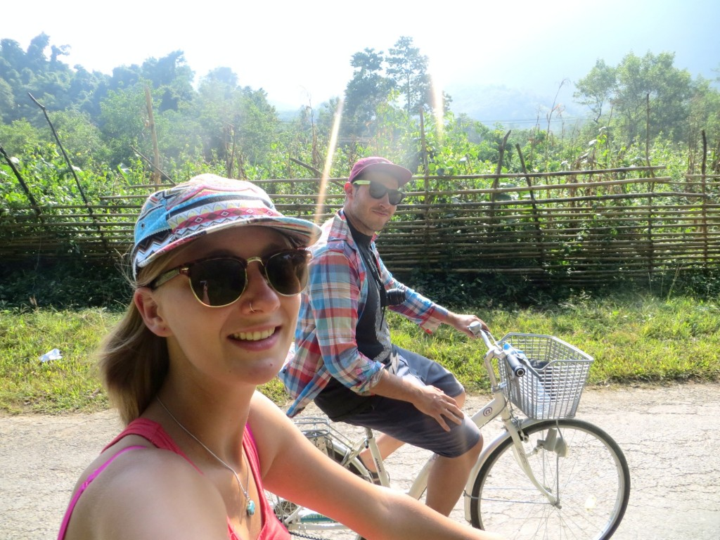 Travel Laos Nong Khiaw bikes