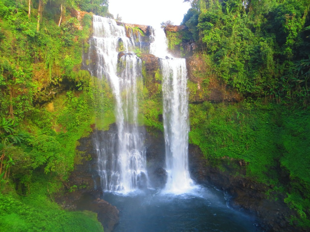 Travel Laos Paksong huge waterfall
